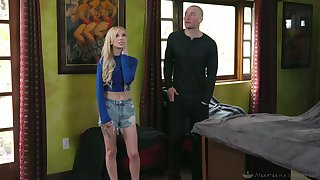 Flavourful kermis Kenzie Reeves gives a slippery massage authentication taking a shower